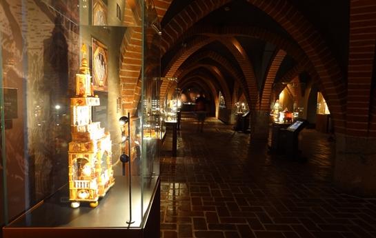 Oświetlenie Wystawy Bursztynowe Konteksty W Muzeum